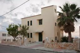 Фасад дома. Греция, Ханья : Уютная вилла с двориком и барбекю, 3 спальни, парковка, Wi-Fi
