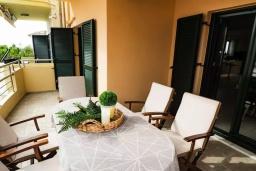 Терраса. Греция, Ханья : Уютная вилла с двориком и барбекю, 3 спальни, парковка, Wi-Fi