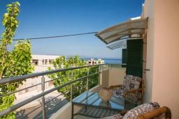 Балкон. Греция, Ханья : Уютная вилла с двориком и барбекю, 3 спальни, парковка, Wi-Fi