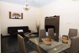 Гостиная. Греция, Айя Марина : Прекрасная вилла с двориком и видом на море, 3 спальни, 2 ванные комнаты, парковка, Wi-Fi