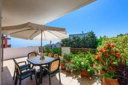 Балкон. Греция, Ретимно : Апартамент с гостиной, двумя спальнями и большим балконом