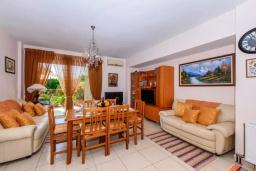 Гостиная. Греция, Ретимно : Апартамент с гостиной, двумя спальнями и большим балконом