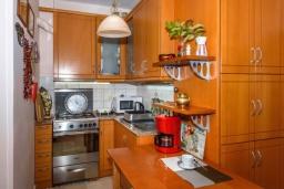 Кухня. Греция, Ретимно : Апартамент с гостиной, двумя спальнями и большим балконом