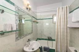 Ванная комната. Греция, Ретимно : Апартамент с гостиной, двумя спальнями и большим балконом