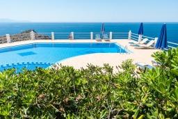 Бассейн. Греция, Ханья : Роскошная вилла с с шикарным видом на море, с 6 спальнями, с бассейном, барбекю и патио