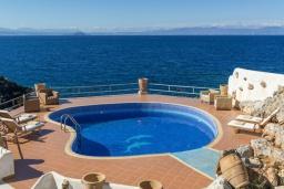 Бассейн. Греция, Ханья : Красивая вилла с панорамным видом на море, с 7 спальнями, с бассейном, джакузи и барбекю