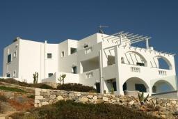 Фасад дома. Греция, Ханья : Красивая вилла с панорамным видом на море, с 7 спальнями, с бассейном, джакузи и барбекю