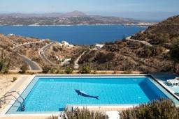 Вид на море. Греция, Каливес : Прекрасная вилла с видом на море, с 3 спальнями, с бассейном, патио и барбекю, расположена в традиционной деревне Megala Chorafi