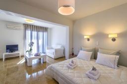 Спальня 2. Греция, Ханья : Уютная вилла с видом на море, с 3 спальнями, с бассейном и патио с барбекю