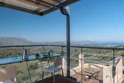 Вид. Греция, Каливес : Роскошная современная вилла с панорамным видом на море, с 4 спальнями, с большим бассейном, зелёной лужайкой и барбекю