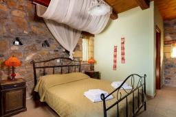 Спальня. Греция, Элафониси : Прекрасная вилла с видом на море, с 4 спальнями, с бассейном, патио и барбекю