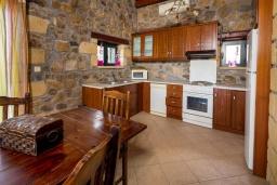 Кухня. Греция, Элафониси : Прекрасная вилла с видом на море, с 4 спальнями, с бассейном, патио и барбекю