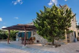 Территория. Греция, Элафониси : Прекрасная вилла с видом на море, с 4 спальнями, с бассейном, патио и барбекю