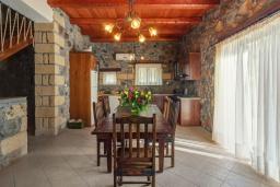 Кухня. Греция, Элафониси : Традиционная каменная вилла с панорамным видом на море, с 4 спальнями, с бассейном, патио и барбекю
