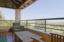 Терраса. Греция, Георгиуполис : Комплекс домов с панорамным видом на море и горы, с 9-ю спальнями, с бассейном, детским бассейном и приватными террасами