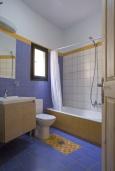 Ванная комната. Греция, Георгиуполис : Комплекс домов с панорамным видом на море и горы, с 9-ю спальнями, с бассейном, детским бассейном и приватными террасами