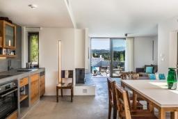 Кухня. Греция, Коккино Хорио : Современная вилла с 5 спальнями, бассейном, солнечной террасой с lounge-зоной, патио и барбекю