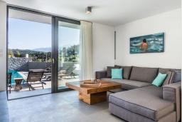 Гостиная. Греция, Коккино Хорио : Современная вилла с 5 спальнями, бассейном, солнечной террасой с lounge-зоной, патио и барбекю