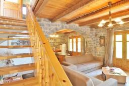 Гостиная. Греция, Иерапетра : Уютная каменная вилла с 2-мя спальнями, с бассейном и зелёным двориком с патио и барбекю