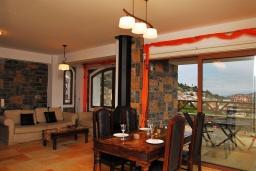 Гостиная. Греция, Иерапетра : Прекрасная вилла с потрясающим видом на горы, с 2 спальнями, с бассейном, солнечной террасой с патио и барбекю