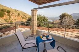 Балкон. Греция, Георгиуполис : Потрясающая вилла с 3-мя спальнями, с бассейном, приватным двориком и барбекю