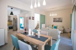 Гостиная. Греция, Георгиуполис : Потрясающая вилла с 3-мя спальнями, с бассейном, приватным двориком и барбекю