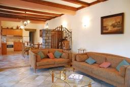 Гостиная. Греция, Иерапетра : Каменный дом с удивительным видом на горы, с 2 спальнями, с бассейном, приватным двориком и барбекю, расположен на окраине деревни Prina