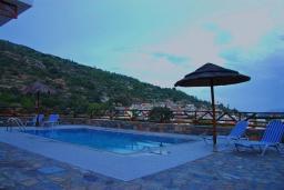 Бассейн. Греция, Амудара : Прекрасная вилла с 2 спальнями, с бассейном, солнечной террасой с патио и барбекю