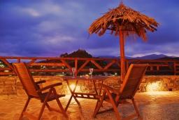 Обеденная зона. Греция, Амудара : Прекрасная вилла с 2 спальнями, с бассейном, солнечной террасой с патио и барбекю