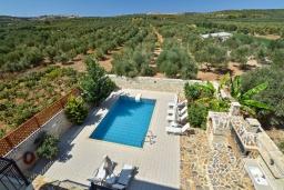 Бассейн. Греция, Панормо : Очаровательная вилла, окруженная вековыми оливковыми деревьями, с 4 спальнями, с бассейном, приватным двориком и каменным барбекю