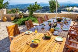 Обеденная зона. Греция, Аделе : Роскошная вилла с захватывающим видом на Эгейское море, с 4 спальнями, с большим бассейном, патио, бильярдом и барбекю