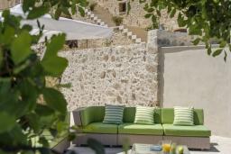 Патио. Греция, Аделе : Роскошная вилла с захватывающим видом на Эгейское море, с 4 спальнями, с большим бассейном, патио, бильярдом и барбекю
