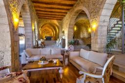 Гостиная. Греция, Аделе : Роскошная вилла с захватывающим видом на Эгейское море, с 4 спальнями, с большим бассейном, патио, бильярдом и барбекю