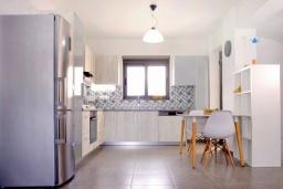 Кухня. Греция, Ретимно : Современная пляжная вилла с с потрясающим видом на Эгейское море, с 4 спальнями, с бассейном, тенистой террасой с патио и барбекю