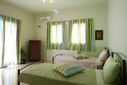 Спальня 3. Греция, Ретимно : Уютная вилла с 4 спальнями, с зелёным двориком, тенистой террасой с патио и барбекю расположена в окружение пышной зелени