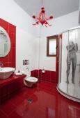 Ванная комната. Греция, Ретимно : Уютная вилла с 4 спальнями, с зелёным двориком, тенистой террасой с патио и барбекю расположена в окружение пышной зелени