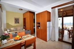 Кухня. Греция, Скалета : Уютная вилла с бассейном в 150 метрах от пляжа, 3 спальни, 3 ванные комнаты, барбекю, парковка, Wi-Fi