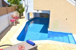 Бассейн. Греция, Скалета : Уютная вилла с бассейном в 150 метрах от пляжа, 3 спальни, 3 ванные комнаты, барбекю, парковка, Wi-Fi