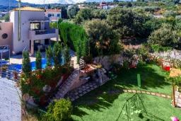 Территория. Греция, Ретимно : Роскошная вилла с бассейном и зеленым двориком с барбекю, 4 спальни, 2 ванные комнаты, парковка, Wi-Fi