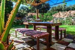 Обеденная зона. Греция, Ретимно : Роскошная вилла с бассейном и зеленым двориком с барбекю, 4 спальни, 2 ванные комнаты, парковка, Wi-Fi