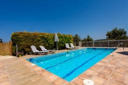 Бассейн. Греция, Ретимно : Прекрасная вилла с бассейном и зеленым двориком с барбекю, 4 спальни, 2 ванные комнаты, настольный теннис, тренажерный зал, парковка, Wi-Fi