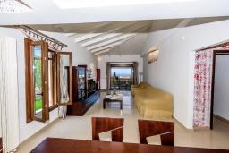 Гостиная. Греция, Ретимно : Прекрасная вилла с бассейном и зеленым двориком с барбекю, 4 спальни, 2 ванные комнаты, настольный теннис, тренажерный зал, парковка, Wi-Fi