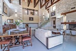 Гостиная. Греция, Ретимно : Роскошная вилла с бассейном и зеленым двориком с барбекю, 6 спален, 5 ванных комнат, настольный теннис, парковка, Wi-Fi