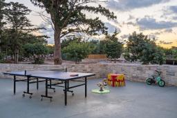 Терраса. Греция, Ретимно : Роскошная вилла с бассейном и зеленым двориком с барбекю, 6 спален, 5 ванных комнат, настольный теннис, парковка, Wi-Fi