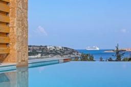 Бассейн. Греция,  Ханья : Современная вилла с бассейном, джакузи и видом на море, 3 спальни, 3 ванные комнаты, барбекю, парковка, Wi-Fi