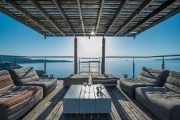 Патио. Греция,  Ханья : Роскошная вилла с бассейном и шикарным видом на море, 5 спален, 5 ванных комнат, барбекю, джакузи, парковка, Wi-Fi