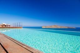 Бассейн. Греция, Ханья : Роскошная вилла с бассейном и видом на море, 6 спален, 5 ванных комнат, тренажерный зал, настольный теннис, барбекю, парковка, Wi-Fi