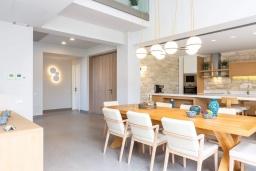 Кухня. Греция, Платаньяс : Современная вилла с бассейном в 180 метрах от пляжа, 4 спальни, 5 ванных комнат, барбекю, парковка, Wi-Fi