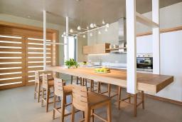 Кухня. Греция, Киссамос Кастели : Роскошная пляжная вилла с бассейном и приватной территорией, 5 спален, 5 ванных комнат, парковка, Wi-Fi