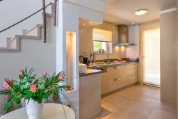 Кухня. Греция, Сталида : Роскошная пляжная вилла с бассейном и зеленым двориком с барбекю, 4 спальни, 3 ванные комнаты, парковка, Wi-Fi